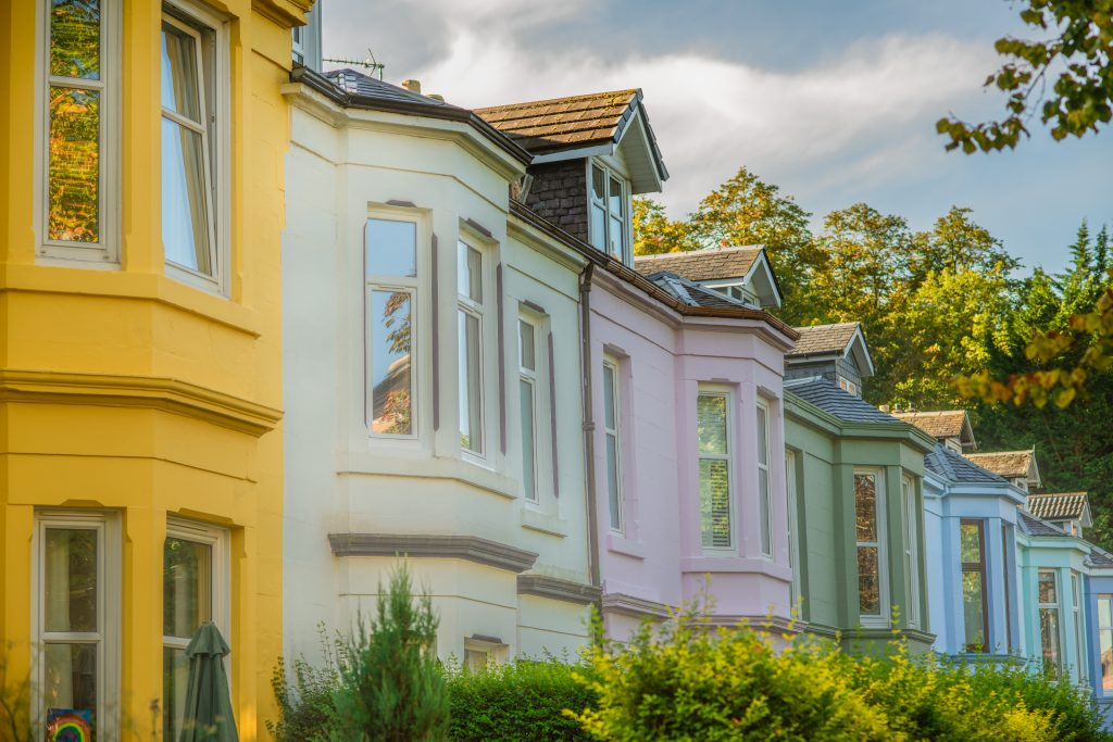 Colorful,Houses,On,A,Leafy,Residential,Street,In,Glasgow,Scotland